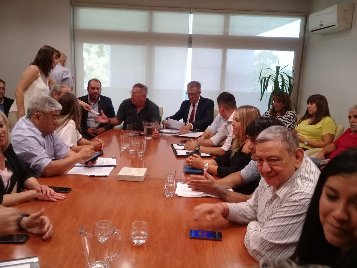 #Ahora reunión de @AntonenaOscar con diputados por sendos proyectos de ajuste que ingresarían en las próximas horas a @prensalegisch https://t.co/9iazjoDVGv