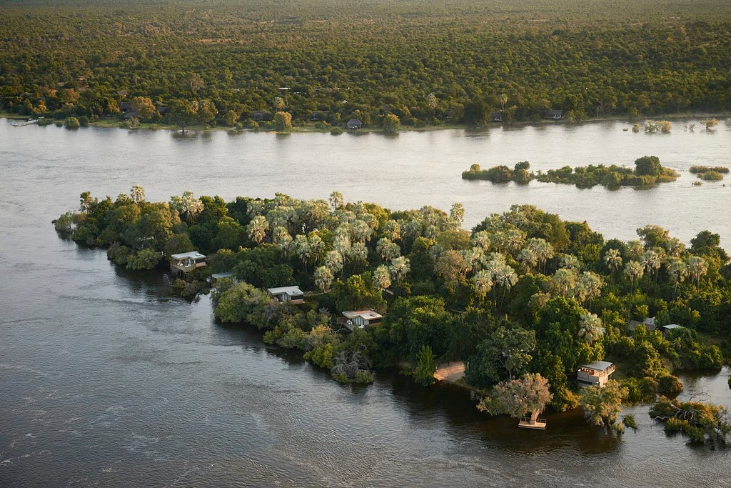 5* Victoria Falls Island Treehouse Suites. One of the top properties in Zimbabwe along the Zambezi River <br>http://pic.twitter.com/SikqEIp7Hm