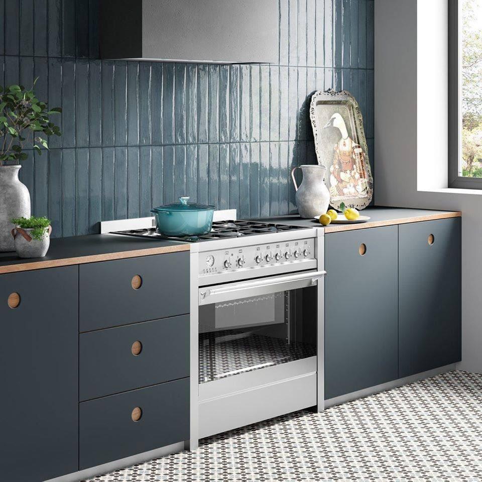 Y seguimos con propuestas Blue, Color Pantone2020 #delconca #delconcagroup #blue #pantone2020 #cocina #backsplash #kitchen #kitchendecor  #Bienvenidosaldiseño #banyarte #interiordecor #interiorinspiration #design #ilovetiles #tileaddiction   http://bit.ly/2oYhGQXpic.twitter.com/gYRUsusl6Z