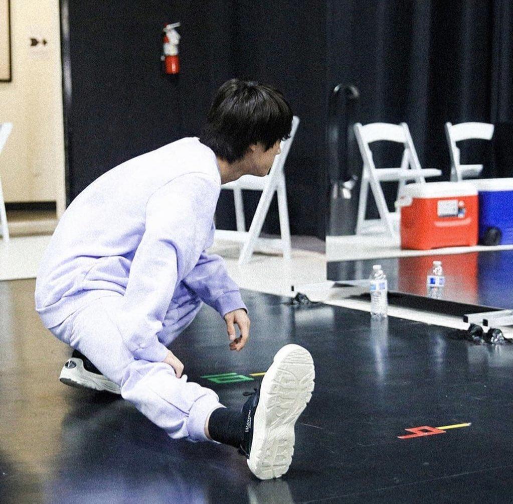taejinkook stretching <br>http://pic.twitter.com/RiMwTHc3HI