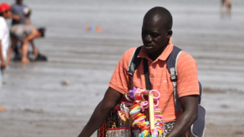 """Racismo en la Costa Atlántica: """"Esto no es Uganda, te tenés que ir"""" http://bit.ly/2TJZBp4"""