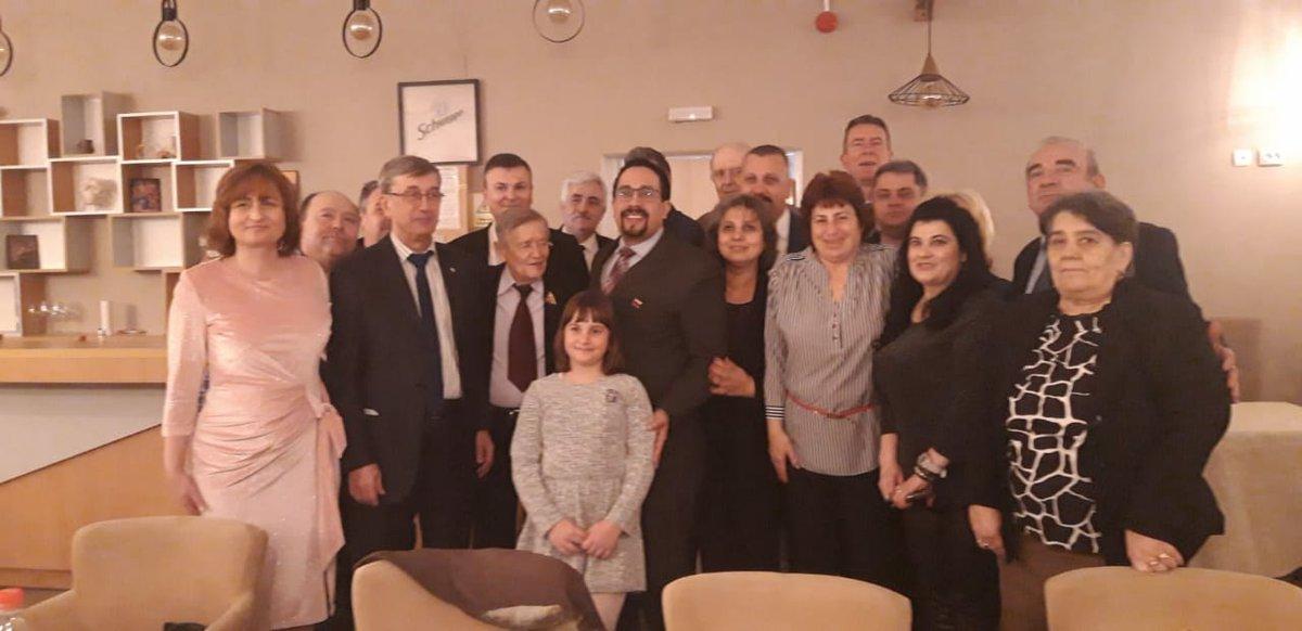Şeful Misiunii Rep Bolivariene Venez, Dl. Alfredo Alfonso Torrealba, împreună cu E.S. Dl. Valeri Kuzmin, Ambasador al Federaţiei Ruse în RO, au participat în Târgovişte la ziua de naştere a Dlui Ion Hotinceanu, Preşedinte al Asociaţiei de Prietenie Jose Marti.  @CancilleriaVE #ROpic.twitter.com/BAUzi1Kx0b