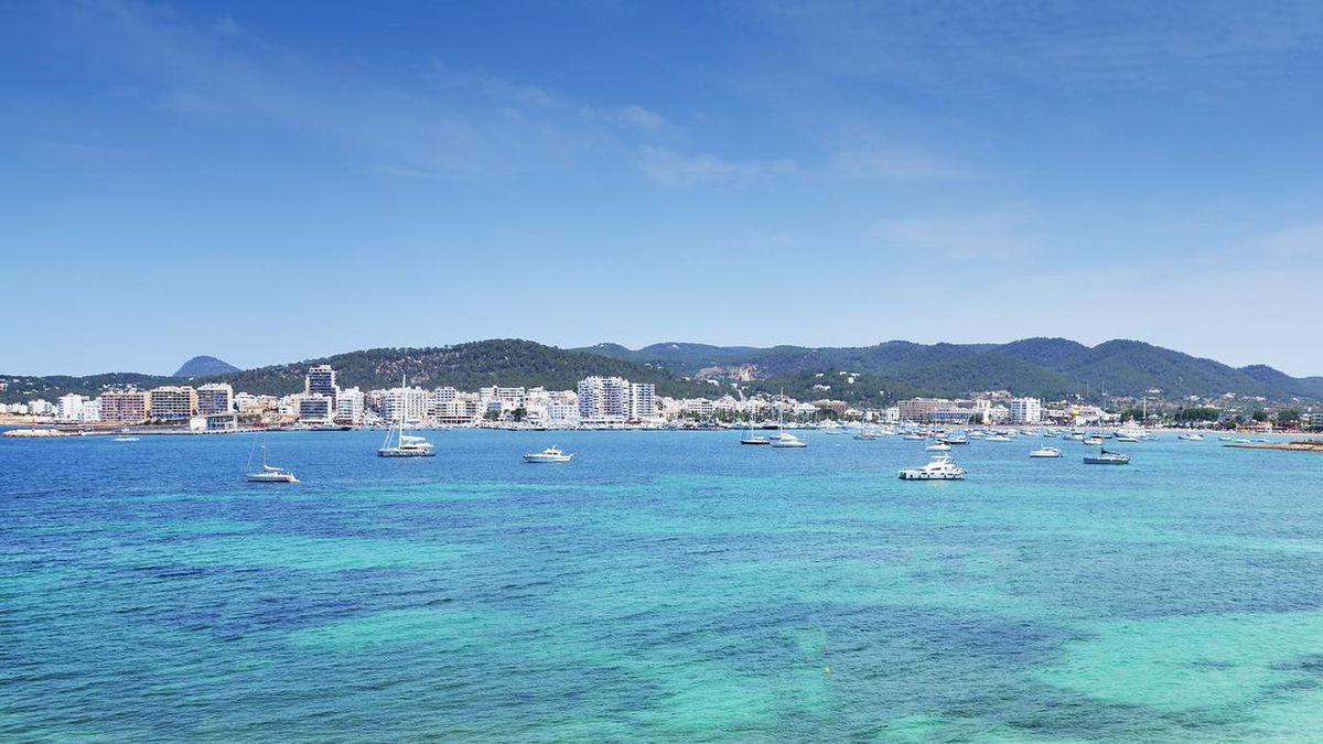 10 night bargain break to Ibiza from £264pp - 3* award winning hotel near the beach, breakfast & flights http://dlvr.it/RNS9dm pic.twitter.com/gZC7wrjt84 #SME #WednesdayWisdom #ThursdayThoughts #FridayFeeling #SaturdayMorning #SundayMorning #MondayMotivation #TuesdayThoughts #S…