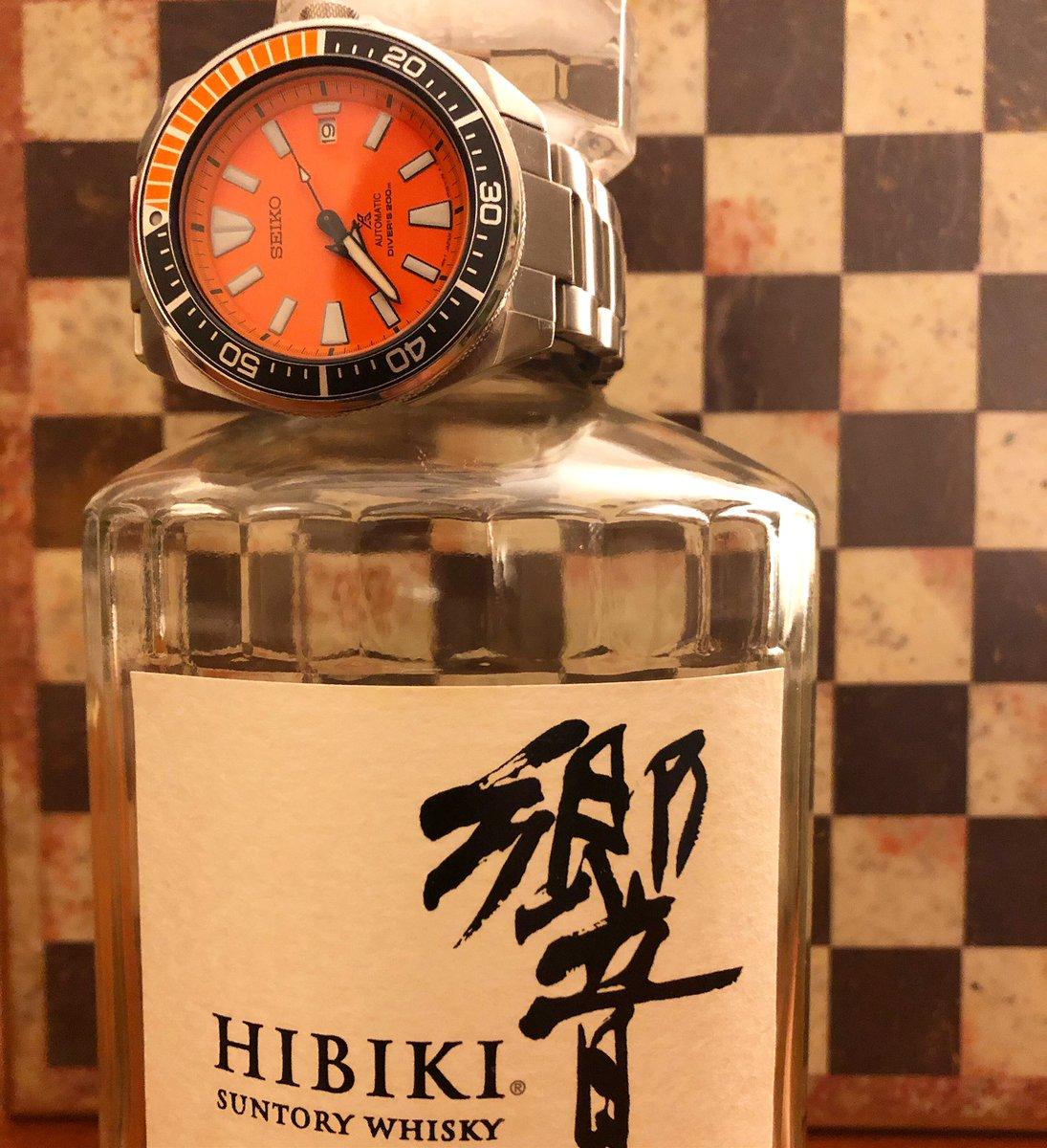 Japanese Harmony - the funky Seiko Samurai with a bottle of Hibiki Suntory whiskey.  #SeikoSamurai #Seiko #SRPC07 #OrangeSamurai #japanesewhisky #Hibiki @seikowatches https://t.co/QD8gzJU5DU