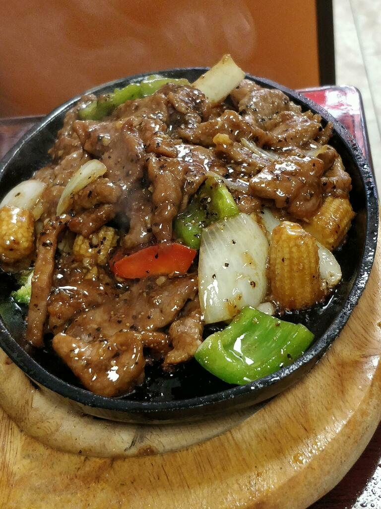 [I ate] Sizzling pepper beef plate via /r/#foodporn