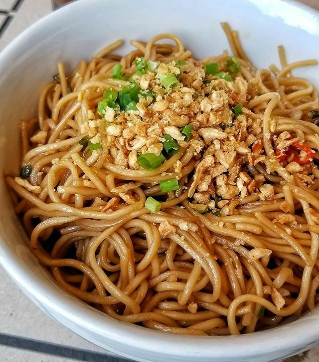 Delicious Garlic #Noodles from @bun_appetit at @thegridfoodmarket 🤤 -- #Garlic #Food #Foodie #Travel #Instafood #FoodPorn #Foodstagram #BunAppetit #TheGridFoodMarket #PowerplantMall #Makati #Manila #Philippines #SoutheastAsia #SoloTravel #Philippines…