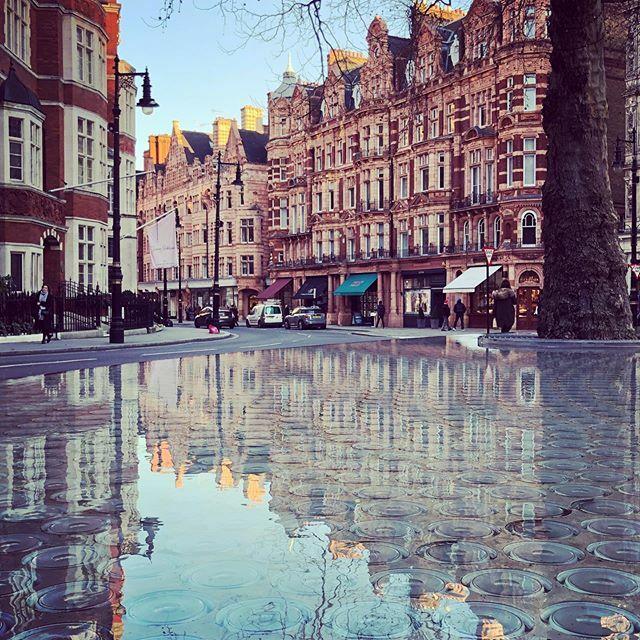 Reflections on London. . . #JustGoShoot #InstaGoodMyPhoto #photo #photography #photogram #photographer #photooftheday #photographyislife #capture #instalove #picoftheday #keepitsimple #exposure #instagood #nikon #lightroom #london #reflection #fountain #… https://ift.tt/3axIuMUpic.twitter.com/FwNxDRzR3I