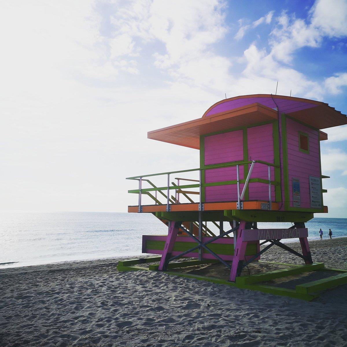 Morning beach run #miami #MiamiBeach Feeling very lucky :) #instatravel #lifeguard #artdeco #fitnesspic.twitter.com/YGTZEdcbQj