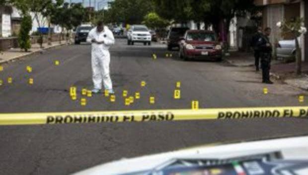Luego de que se dió a conocer que en diciembre del año pasado se registraron en el país, 2 mil 972 homicidios dolosos, 2019, se convierte en el año más violento del país con 35 mil 588 asesinatos: Sistema Nacional de Seguridad Pública pic.twitter.com/amxaH31Rks