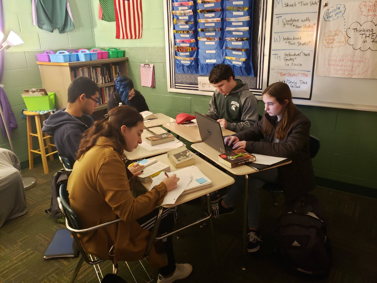 Last week, ELA 11 students started their work on their culminating #bookclub project. Today, they're finishing that work. Stay tuned for finished projects #srockela11 #AlwaysLakeOrion #collaboration #thebookthief #salttothesea #betweenshadesofgray #refugee #forgottenfirepic.twitter.com/PXWjq7ZHxt