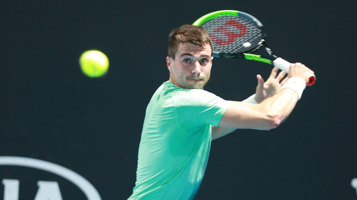 🎾 #AO2020 Estos serán los rivales de los tenistas 🇪🇸 en la 2R🚹 del #AusOpen   2R: Nadal🇪🇸vs Delbonis🇦🇷 Carreño🇪🇸 vs Gojowczyk🇩🇪 Martínez P.🇪🇸vs Medvedev🇷🇺 Munar🇪🇸 vs Popyrin🇦🇺 Verdasco🇪🇸vs Basilashvili🇬🇪 Bautista🇪🇸 vs Mmoh🇺🇸 Davidovich🇪🇸vs Schwartzman🇦🇷  📸 @ZubiTennis