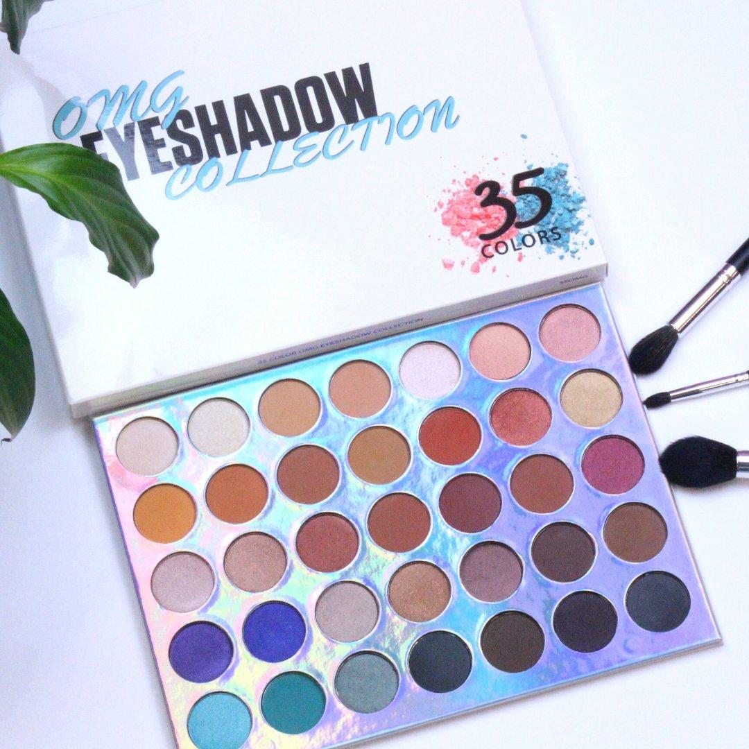 Looking for some colour to brighten up January? Our OMG Palette is the perfect palette.  . . #crownbrush #eyeshadow #makeupartist #eyeshadowtutorial #cutcreasetutorial #smokeyeye #irishmua #londonmua #makeupblogger #eyeshadowbrushes #makeupbrushespic.twitter.com/MaVpPzxfnk