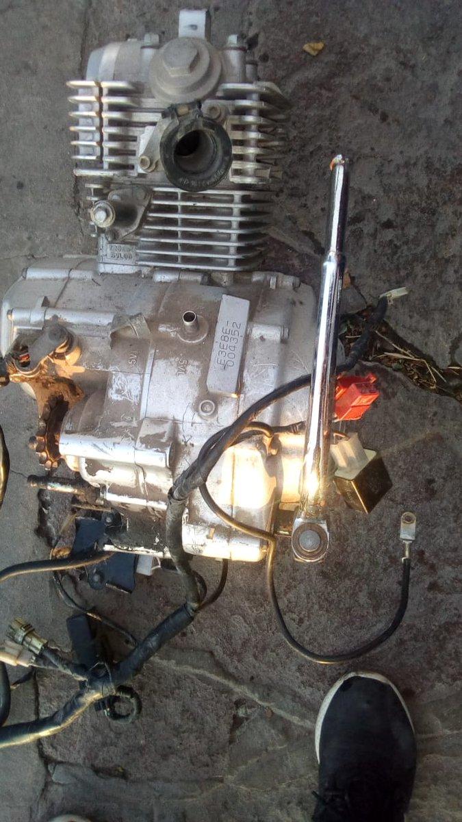 La Div. Sustracc. Autom. #Trelew, Cria. 2°, U.R., Motos, Canes, G.I.R. junto a Inspecciones de @TWMunicipalidad hicieron controles en 3 talleres en los B° San Martín y Oeste. Se secuestró el motor de una moto que tenía pedido secuestro desde agosto del 2018 por la Cria. #Rawson. https://t.co/qHcfUfXdlg
