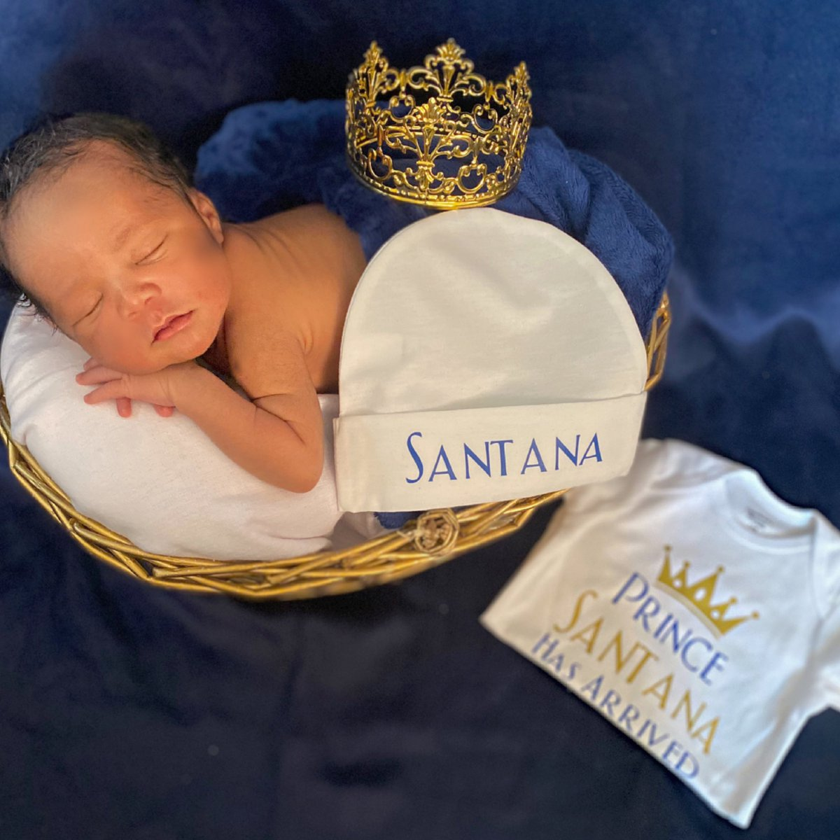 Baby Santana! Mommy took these BTW!  How'd I do ?  #SantanaPrince  #princecharming  #newbornphotography  #cutebabies  #naturallyperfectkids pic.twitter.com/CV7T8ZnzOa
