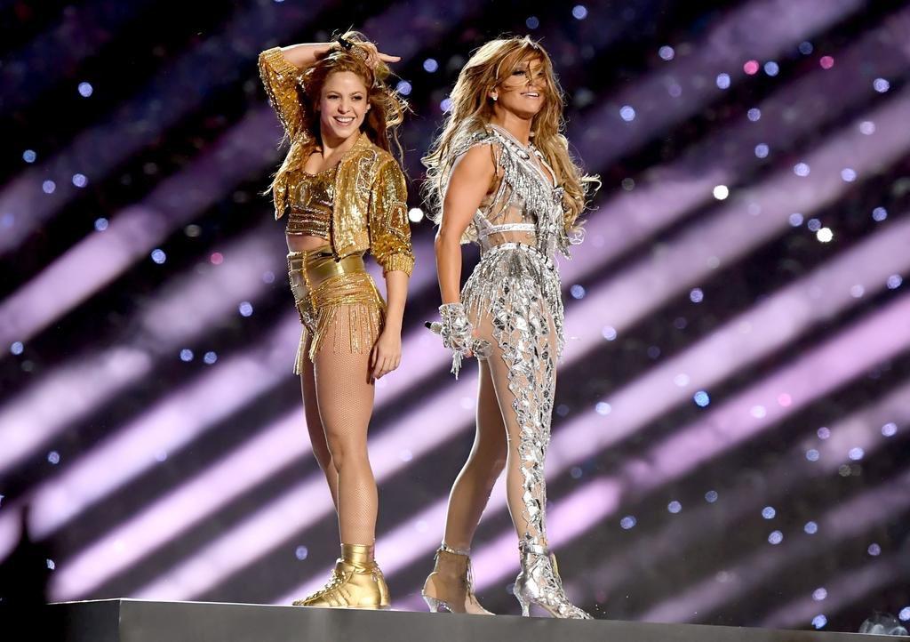 FUERA DE JUEGO | Increíble show en el @HardRockStadium 🏟: #Shakira y #JLo junto a #BadBunny y #JBalvin protagonizaron el #PepsiHalftime en la final del #SuperBowl. ¡Tiempo para los latinos! 🇨🇴 🇺🇸 🇵🇷 #NFL 🏈  #SLIV