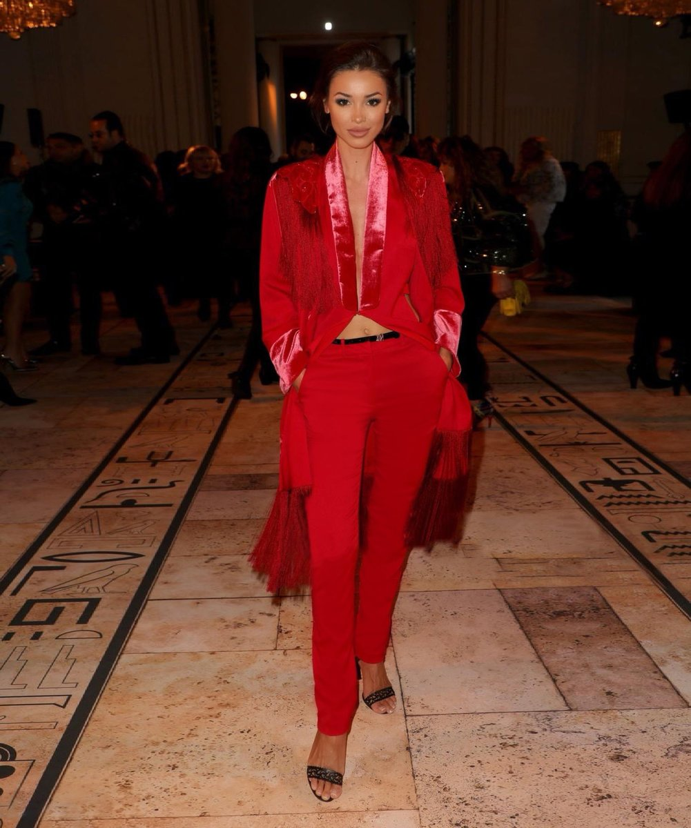 Lara Leito radiates on the runway as she arrives at the Couture SS20 show in a red ensemble from the #ZuhairMuradRTW Pre-Fall 2019 collection #ZMrealm #LaraLeito https://t.co/i5No4IDUDN