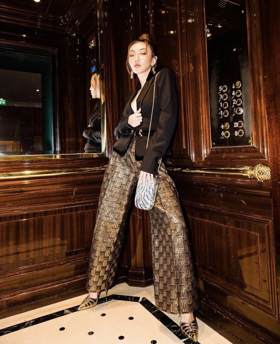 Jessica Wang rocks a total look from the #ZuhairMuradRTW Pre-Fall 2019 collection moments before arriving at the Couture SS20 show #ZMrealm #JessicaWang https://t.co/tJUEnURocd