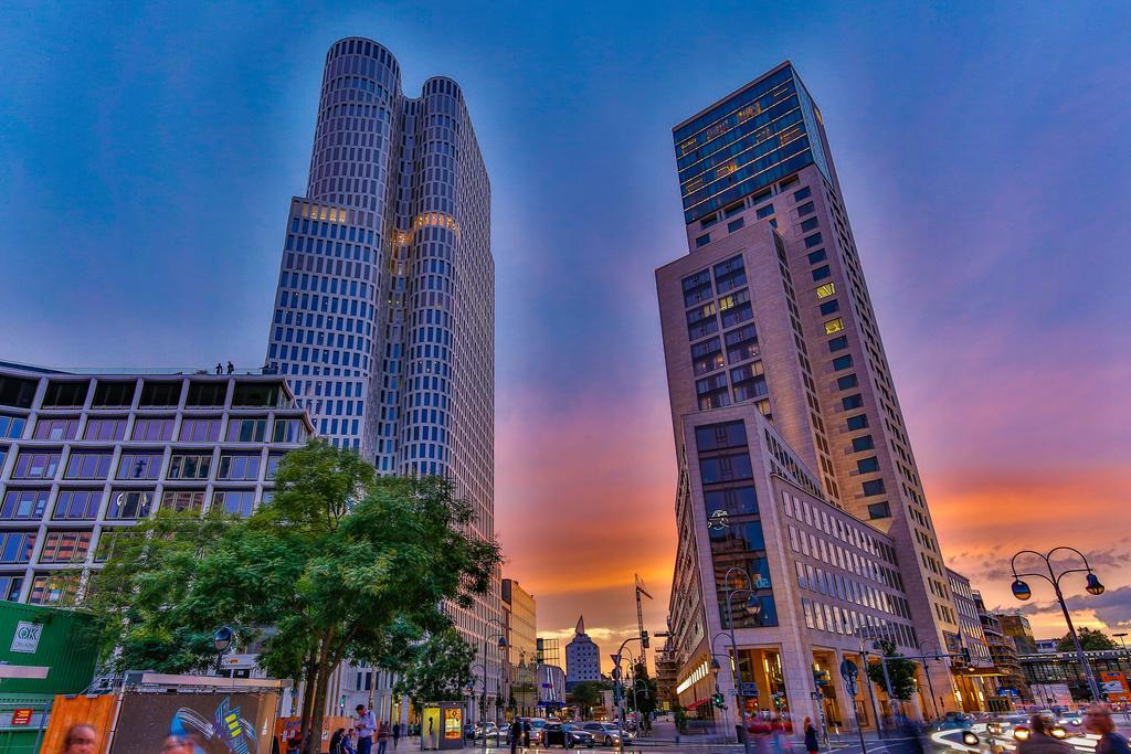 Waldorf Astoria Berlin is a graceful urban oasis in the heart of Berlin featuring epic vistas, sophisticated ambience and sumptuous facilities.  Best priceshttps://bit.ly/2mU3Ikl  #Berlin #BerlinHotel #BerlinVenue #BerlinWedding pic.twitter.com/SIxZeaDZVm