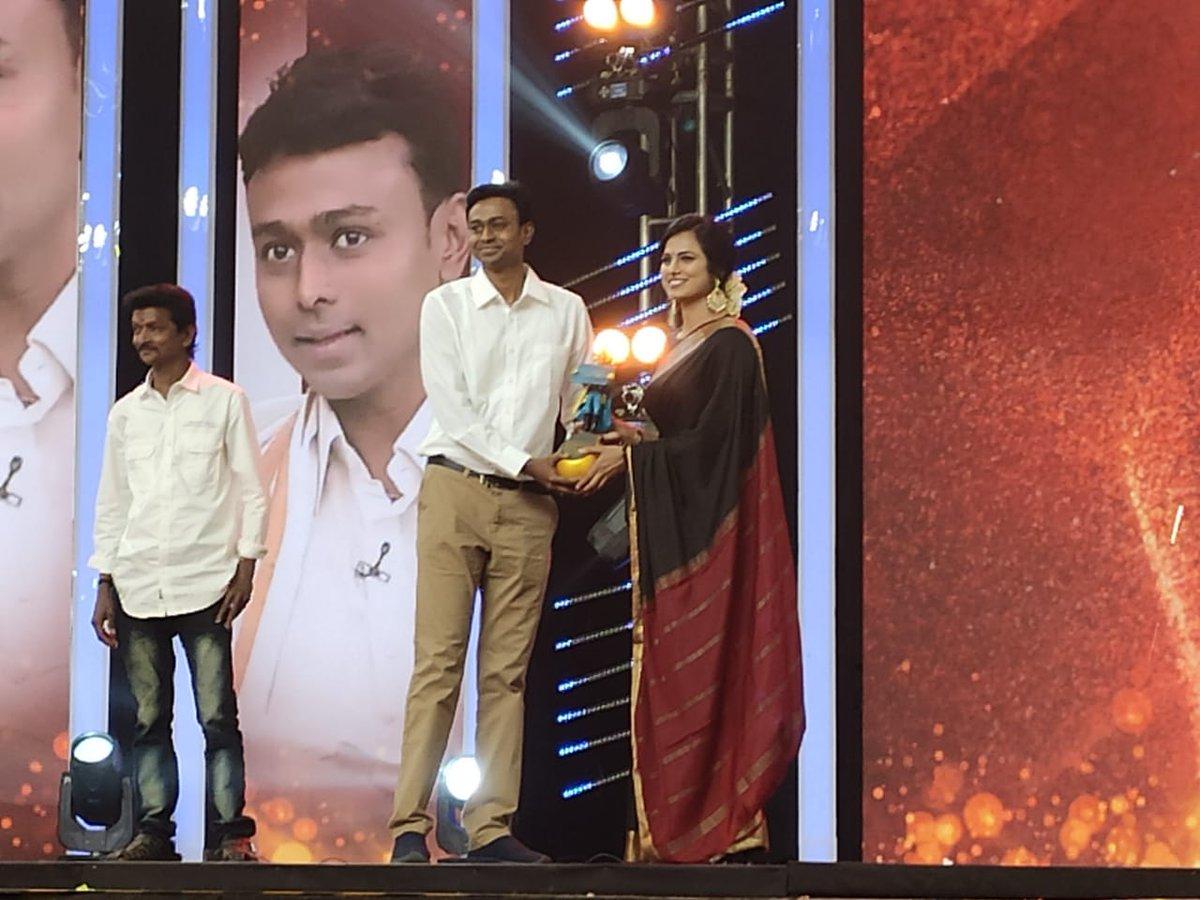 Astrologer #BalajiHassan wins Viral Common Man of the Year 2019 at @BlackSheepTamil Digital Awards !!  #ViralCommonMan2019 #BlackSheepDigitalAwards2020 #BlackSheep @KskSelvaPRO   @iamramyapandian #BijiliRamesh pic.twitter.com/lBdfJJWmNB