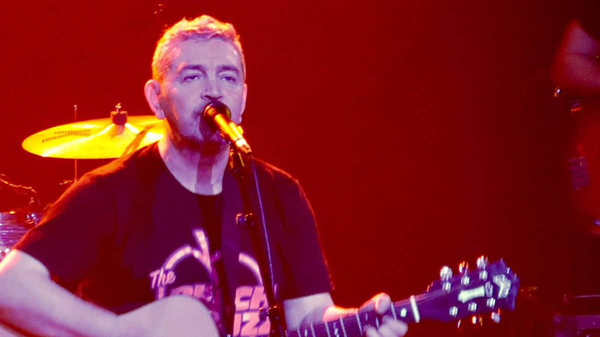 """Birmingham 81 on Twitter: """"Michael Head & The Red Elastic Band at EartH in  London last night. So much love in the room… """""""