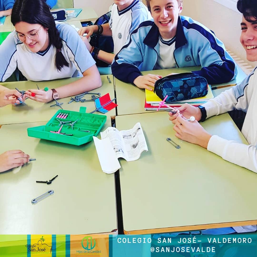 Los alumnos de #4ESO aprenden la estructura tridimensional de los hidrocarburos en #FísicaYQuímica#SanJosé #UnaInstitucion #EducandoenValdemoro #Since1878 #colegiossv #estoesunnoparar #nonstop #innovación #SorJosefinaNicoli #Compaspic.twitter.com/oNHkmsai34 – at Colegio San José