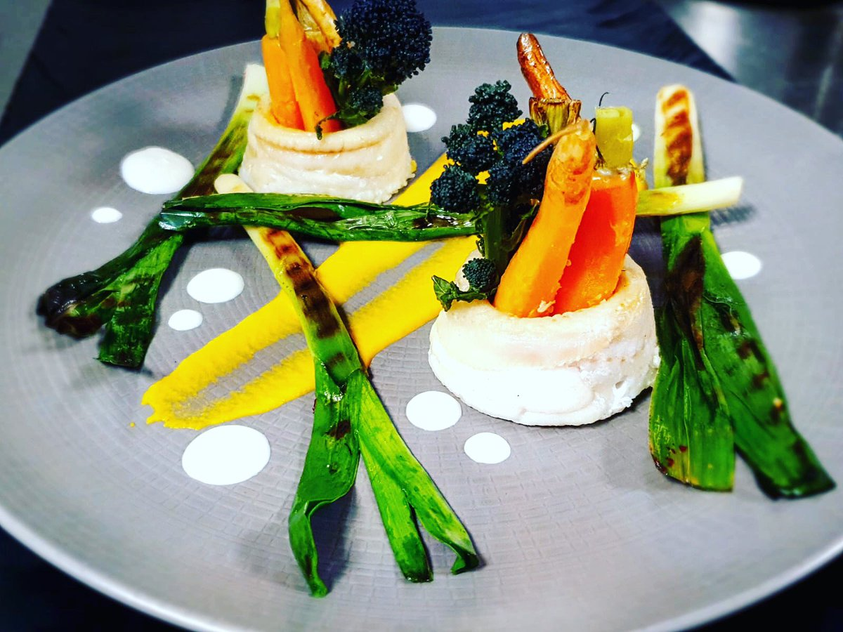 Todays lunch special. 👩🍳 Claudia is at the pass & knocking it out of the park. 😊Lemon sole roulade with grilled veg & carrot puree #dublincitycentre #dublinonourdoorstep #Ourteam #chefgoals #chefteam #dublinfood #dublindining https://t.co/XYSxSsAuF5