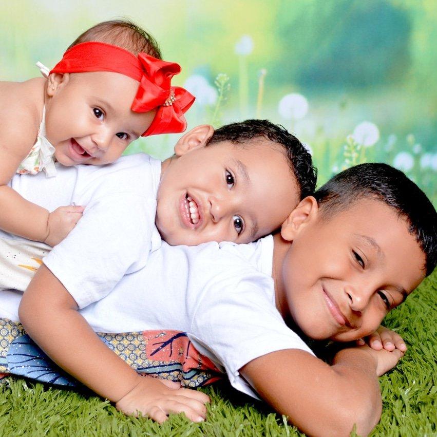Thayla  Aquiles  e Marcos  paullo  meus netos  lindos