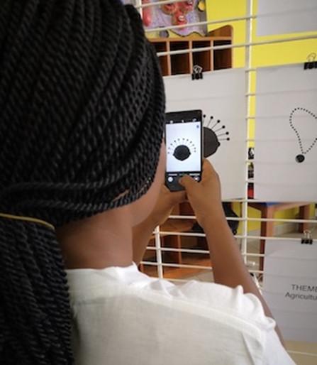 Les étudiants d' #AfricaDesignSchool, encadrés par une équipe de l'agence de #design @helloyux, ont travaillé à la création d'icônes africaines. Retour sur trois journées d'apprentissage, d'échange et de créativité. https://www.agenceecofin.com/formation/3101-73401-a-cotonou-3-jours-de-creation-d-icones-africaines…#AfricaNeedsAfricanDesigners