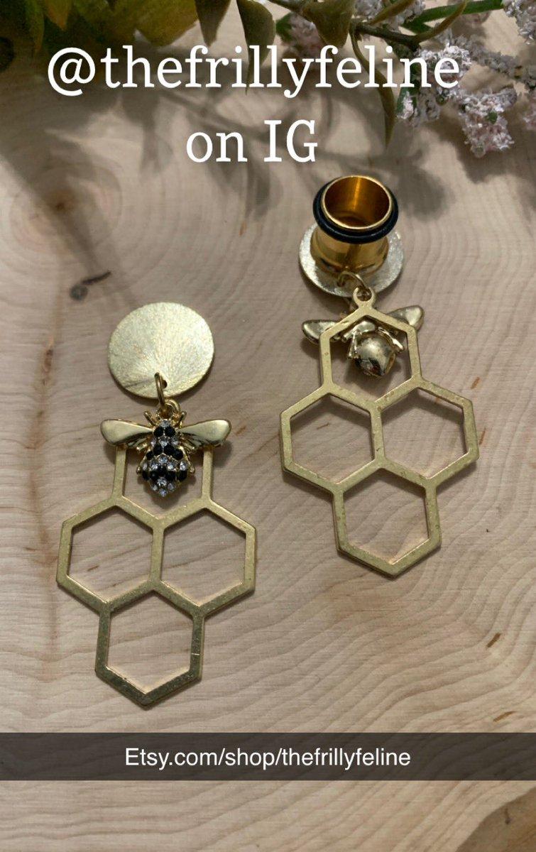 http://Etsy.com/shop/thefrillyfeline… #gauges #eargauges #gauge #gaugedears #girlswithgauges #earpiercings #earpiercing #earrings #plugs #plugearrings #dangleplugs #stretchedears #alternative #alternativegirls #piercings #girlswithpiercings #girlswithtattoos #jewelrypic.twitter.com/etv3jZ0CfC