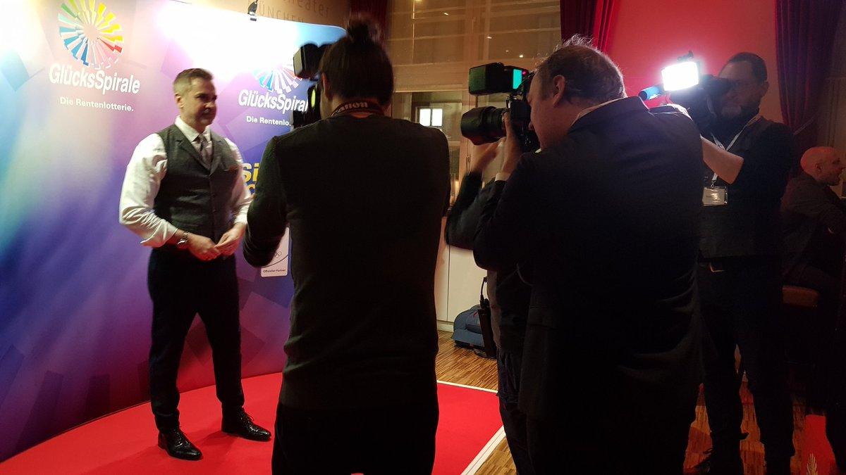 Wow - Blitzlichtgewitter im @GOPMuenchen. Beim GlücksSpirale Film Award treten die besten Nachwuchs-Filmteams gegeneinander an. @LOTTOBayernpic.twitter.com/xxdOpI6WMA