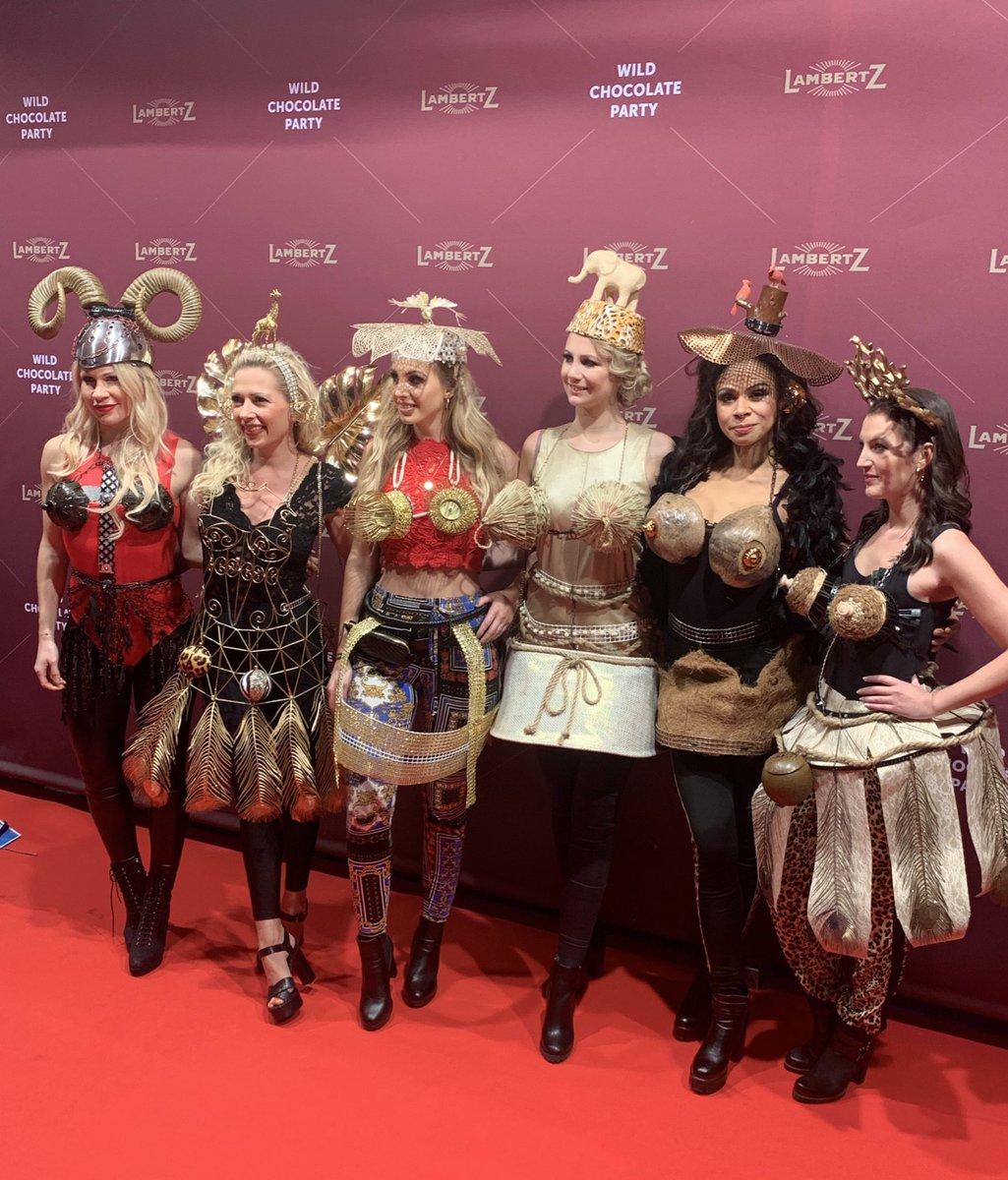 In #Köln wird heute im Rahmen der #ismcologne die traditionelle #LambertzMondayNight gefeiert. Extravagante Mode, viele Promis und Schokolade. Ich bin für @gabonn dabei.pic.twitter.com/4C5DJYmmH0
