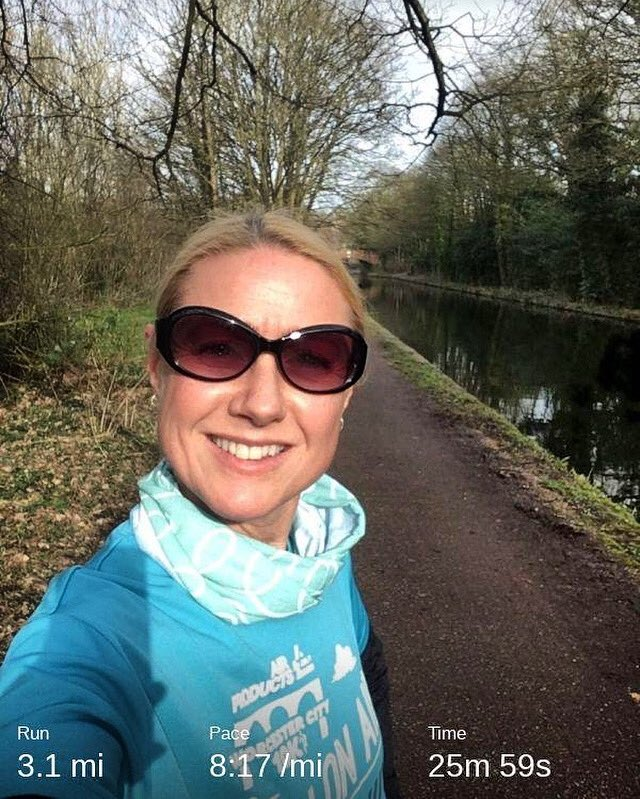 #lunchrun in the gorgeous sun for #runstreak day 68 #towpathrunning #canalrunning pic.twitter.com/qib7zRjId5