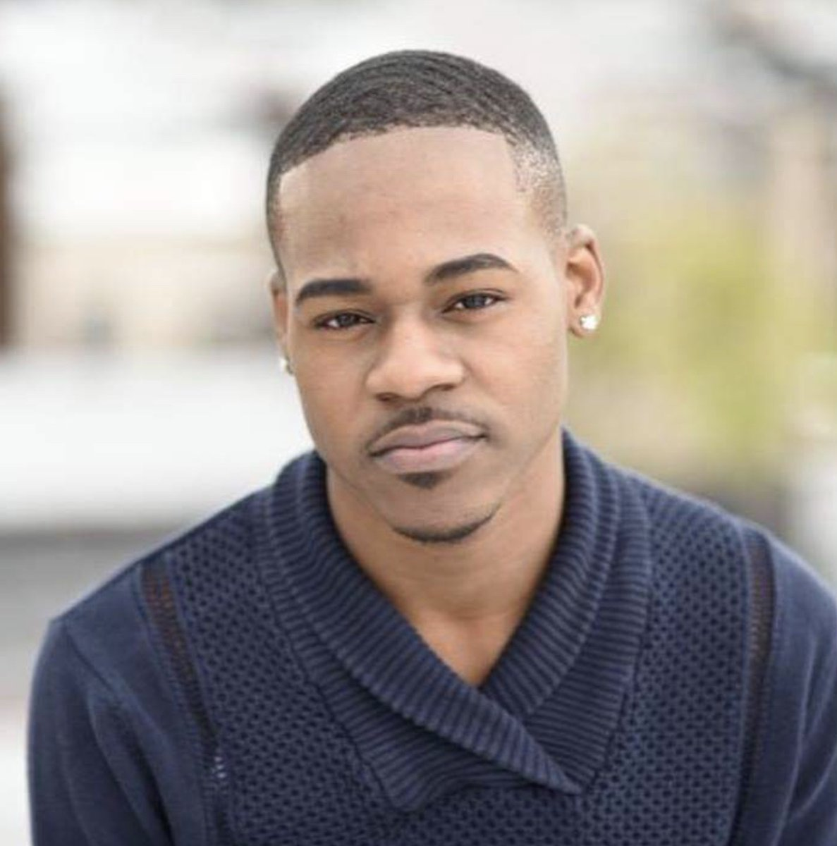 """""""You're just like poison. My affliction, I'm addicted.""""-- Beyoncé  Actor @songsbyvernard  is O'Shea Hanes, Bartender and Part-Time College Student. #asundertheseries #mancrushmonday #soapopera #digitalseries #filmingsoon #season2pic.twitter.com/zsPiUIzOdu"""
