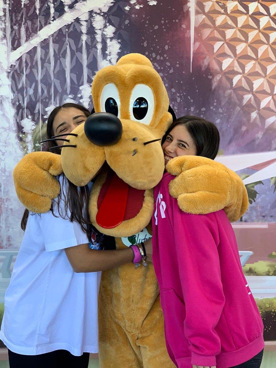 WE LOVE PLUTO  Nos dimos un súper abrazo con #Pluto y estamos felices  ¿A qué personaje morís por abrazar? ¡Te leemos! #SomosFifteens #ElViajeDeTuVida #FifteensFebrero2020pic.twitter.com/8Rr7xZTNQy