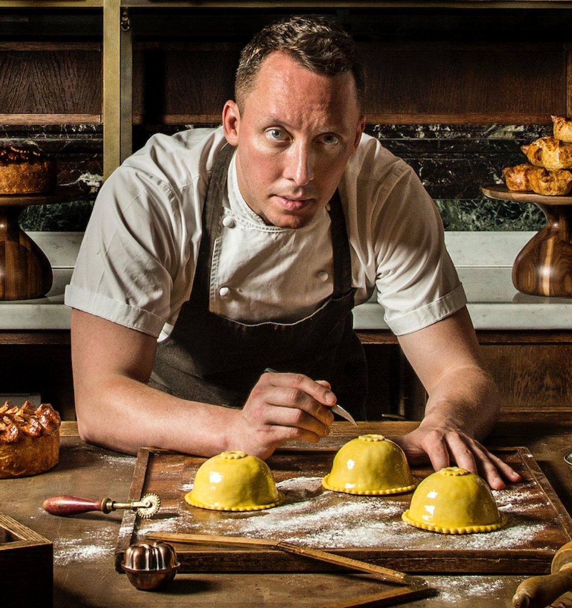 Le chef Calum Franklin du @HolbornDining, voyagera de Londres jusqu'à notre cuisine pour combiner ses talents culinaires à ceux de notre chef pendant @MTLenLumiere!    Info et réservations : https://t.co/rK44g1kom1  #aubergesaintgab #MTL #Foodie https://t.co/RZFYFsTGVi