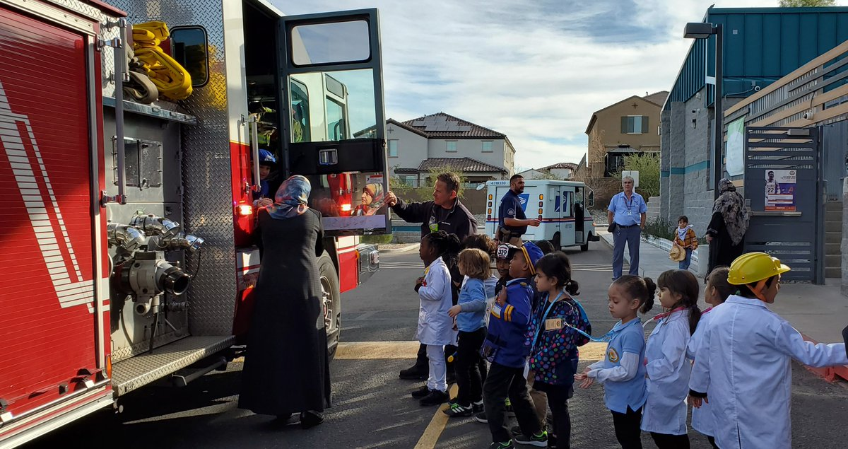 A big thank you to the Phoenix Police and Fire Department for coming to speak to our Montessori students during our Montessori Career Day! #islamicschool #ACA #phoenixpolice #phoenixfiredepartmentpic.twitter.com/KJTSRm6T2Q