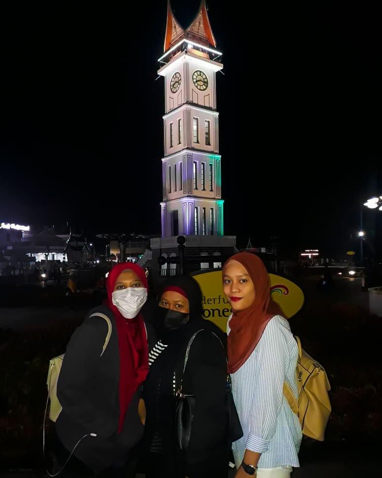 Triplet cutie at Padang-Bukit Tinggi. Pakej yang diorang ambil ni, with flights hanyalah RM 990/pax ALL IN. Murah kan? Digalakkan booking 3 bulan - 6 bulan awal jika korang nak harga super jimat  . TRAVEL LIKE A BOSS! #padangtrip #indonesiatrip #pakejtravelmurah #tripmurah pic.twitter.com/NKdTEFnWQe