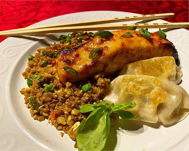 Honey/chili/garlic-glazed salmon with fried cauliflower rice and potstickers. . . . . . #salmon #airfried #friedrice #potstickers #cauliflower #cauliflowerrice #healthy #asianfood #quickandeasyfood #food #foodie #foodstagram #inmykitchen #onmytable #food…  https:// ift.tt/3b4zuPX    <br>http://pic.twitter.com/7vd6fbI9R8