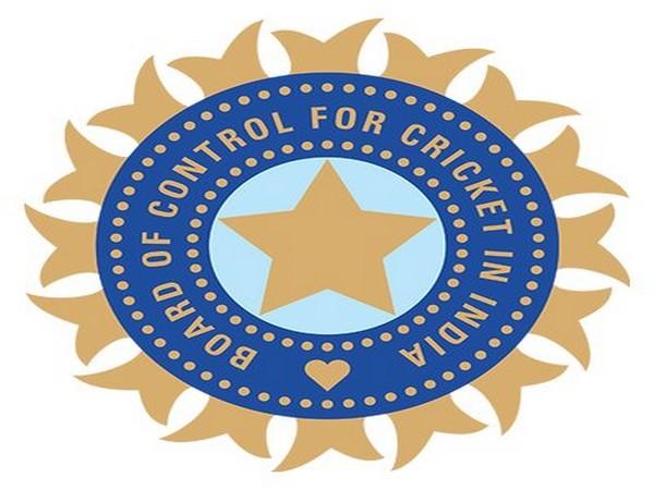 Board of Control for Cricket in India (BCCI) announces India's Test squad for the two-match Test series against New Zealand: Virat Kohli (Captain), Mayank Agarwal, Prithvi Shaw, Shubman Gill, Cheteshwar Pujara, Ajinkya Rahane (vice-captain), Hanuma Vihari. #IndiaVSNewZealand 1/2 <br>http://pic.twitter.com/ct7fV3DpbA