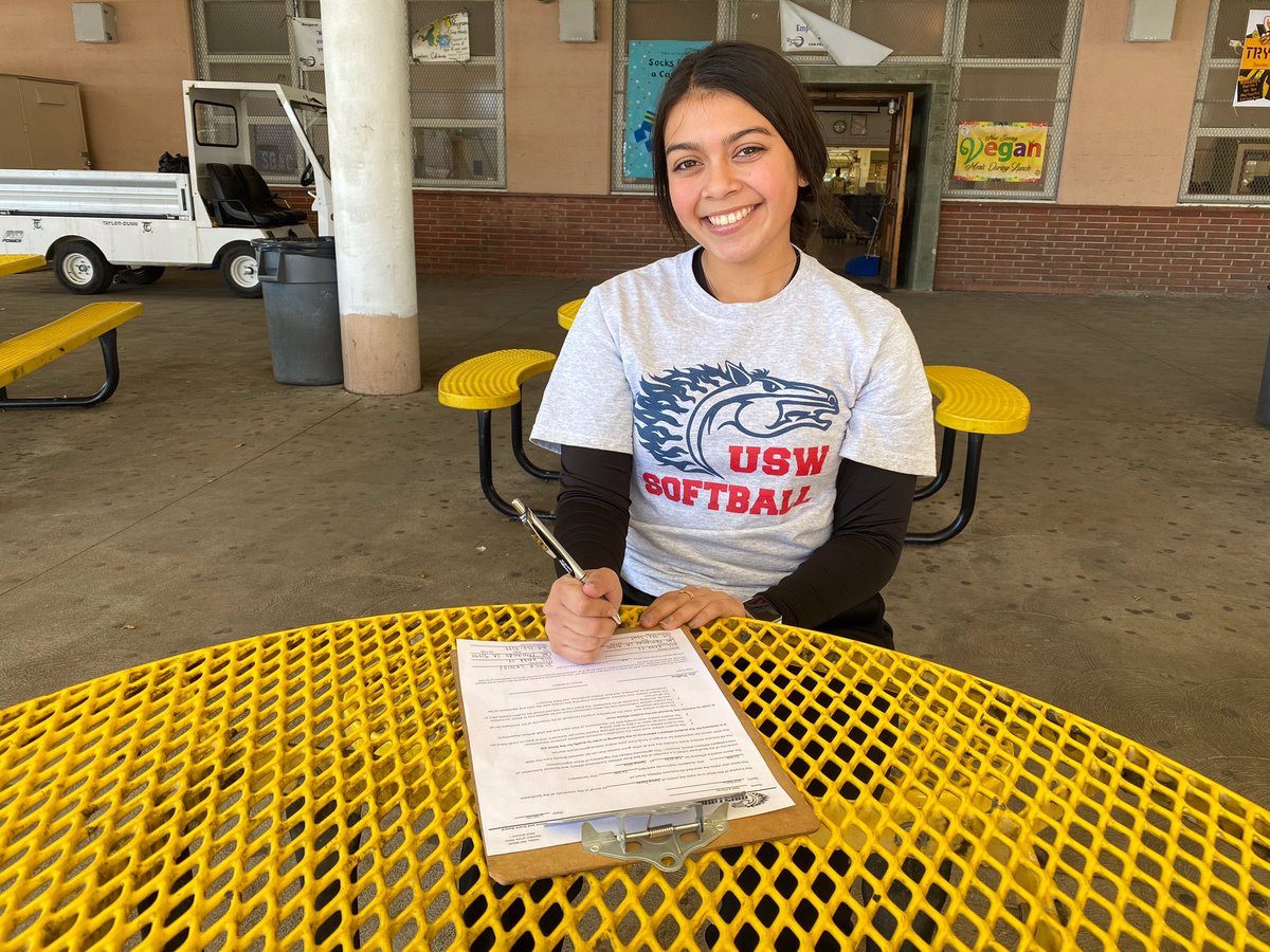 Excited to welcome our newest 2020 signee Sierra Flores! Sierra is a pitcher from San Fernando, California and comes out of the SoCal 3D club program! #BuildingAChampion #CultureChanger #RollStangspic.twitter.com/V2ueoaoCCN