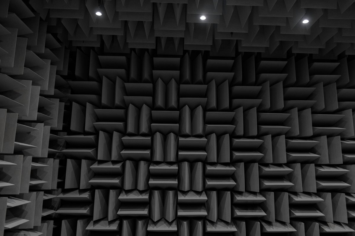 I got to play around in a military anechoic chamber (sound testing) room today https://t.co/cm6xvfiqO2