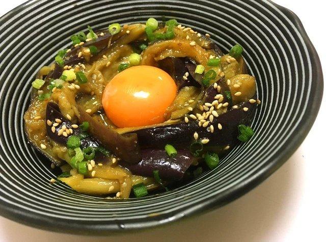 トロトロの茄子と卵黄、タレが絡み合い、酒とご飯がヤバい進む