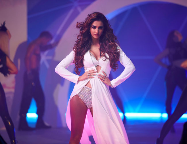 . @DishPatani is setting screens on fire with her hotness in the latest song from #Malang! https://bit.ly/2RWsq0c #hottestbeauty #bollywoodbeauty #gorgeous #Bollywood #cinema #latest #news #downloads #movies #success #songs #santabanta #santabantanewspic.twitter.com/IB0HBj8HNo