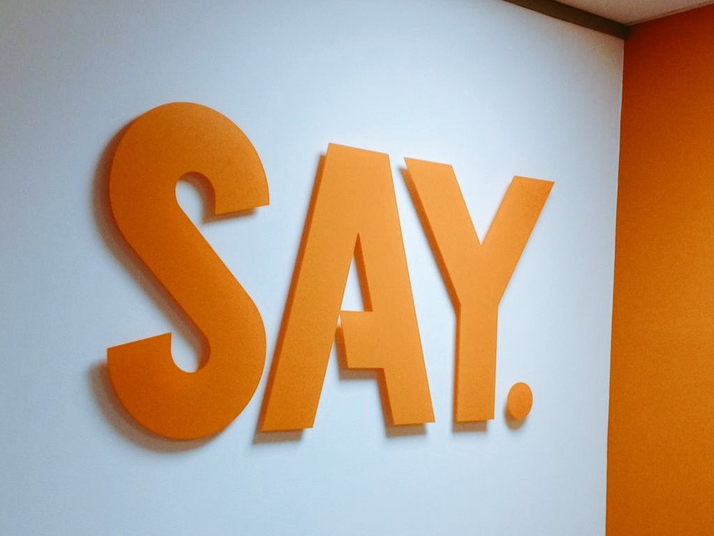 SAY. Simple effective raised lettering. #acrylic #raisedlettering pic.twitter.com/r6CovQCWsk