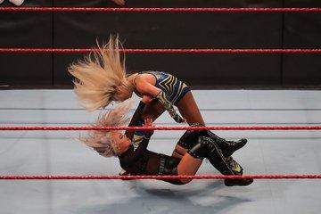 EP6Bs7pUcAAbKio?format=jpg&name=360x360 - WWE 'Monday Night RAW' جدول الليلة على الرغم من تحذير من عاصفة الشتاء