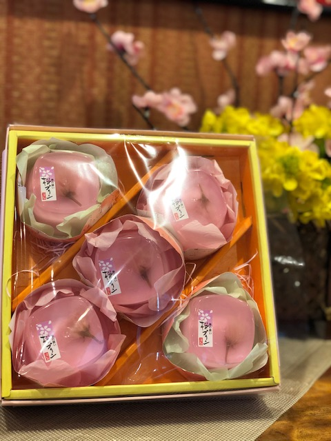 春の訪れが待ち遠しい今日この頃🌸✨ 伊勢崎店では春らしいお菓子が続々入荷中です(*^▽^*)♪♪  ・桜タルト ¥130 ・いちごパイ¥130 ・桜パイ  ¥130 ・桜プリン ¥200 ・花の会(桜プリンの箱入り)¥1,000 ・ひしゼリー ¥380  (※全て税抜き価格です) #桜のお菓子 #春のお菓子