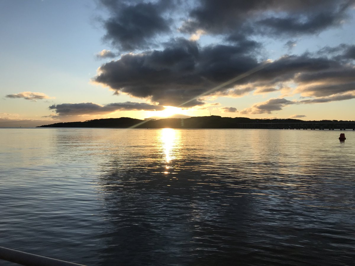 Sunrise over the Dundee estuary.  Dawn of a new day and new role for me as Interim Principal and Vice-Chancellor at the University of Dundee.  All very exciting. https://t.co/6gHqs3OdnL