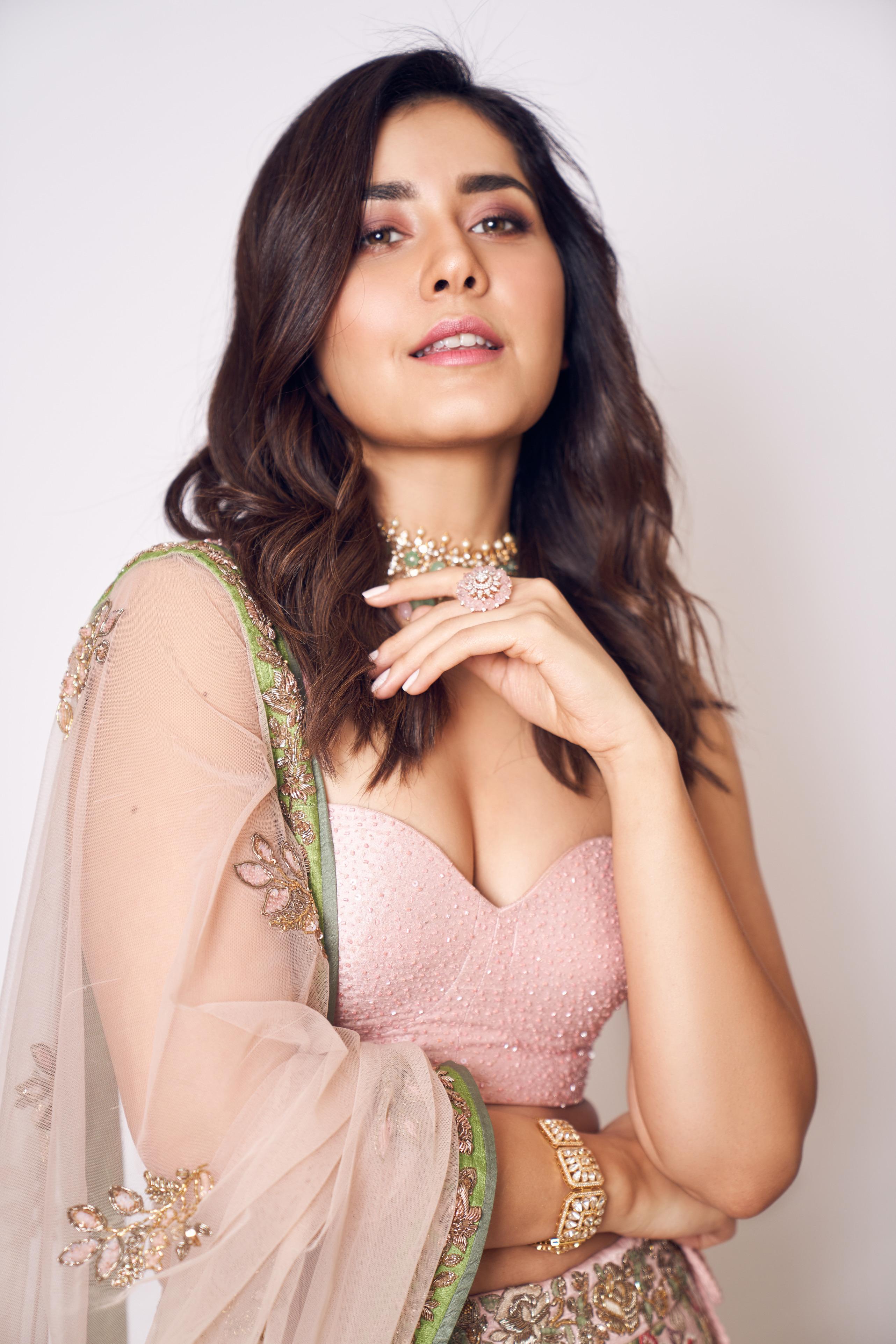 rashi khanna hot sexy