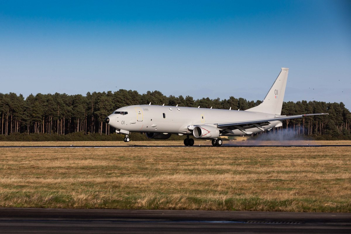"The new submarine-hunting Poseidon Maritime Patrol Aircraft arrived in the UK today at @Kinloss_Bks in Scotland. The P-8A Poseidon ""Pride of Moray"" is the first of nine aircraft that the RAF will introduce to patrol the waters around the UK.  Full story: https://t.co/4r8nZjKQul https://t.co/Dnvok9pWoE"