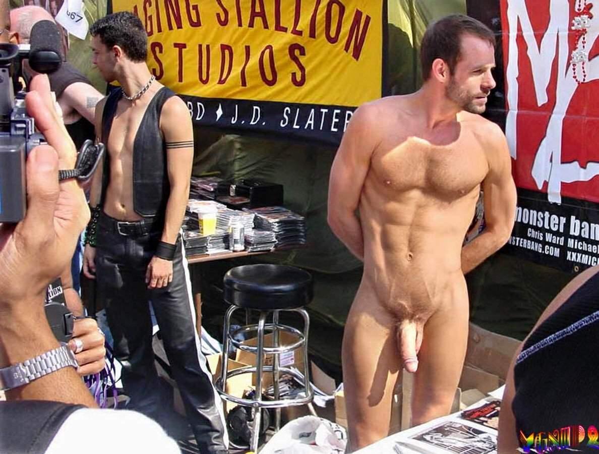 Nashville police find naked man mcdonald's women's restroom
